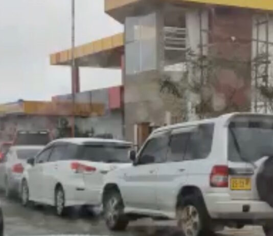 VIDEO: Drukte bij cambio om nog snel hoge koers te pakken voor valuta