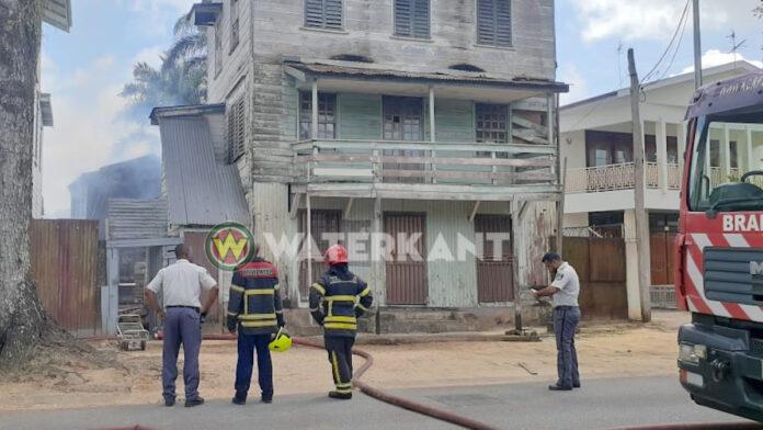 Brandweer voorkomt erger bij woningbrand Nassylaan