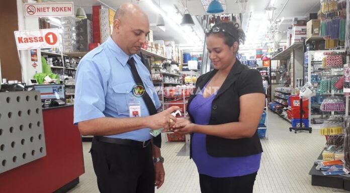 VIDEO: Ook winkeliers treffen maatregelen na komst coronavirus in Suriname