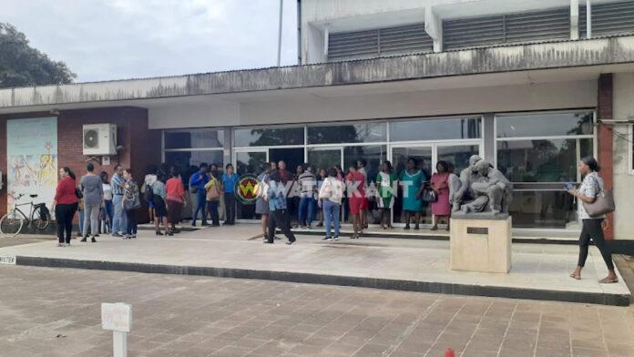 VIDEO: Medewerkers ministerie Onderwijs in actie na ontslag onderdirecteur