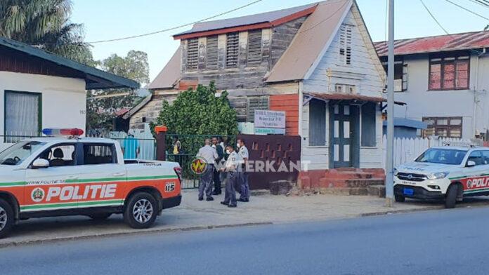 Dienstverlening politie Suriname gegarandeerd maar wel aangepast vanwege coronavirus