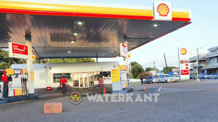 Unleaded opgeraakt bij verschillende Shell/SOL pompstations in Suriname