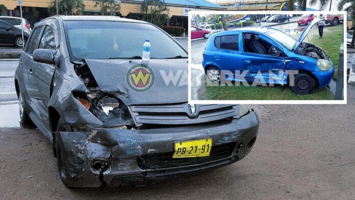 Beide autobestuursters gewond na aanrijding tussen twee auto's