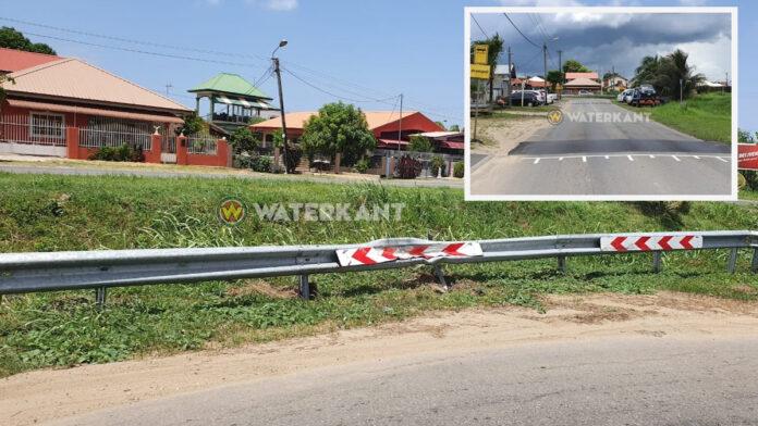 Vangrail bocht Ringweg-Zuid in Suriname weer vernietigd