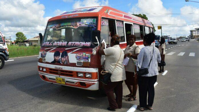 vergunning-buschauffeur-suriname-bij-controle-ingetrokken