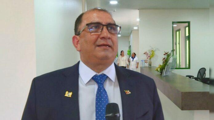 volksgezondheid-minister-suriname-antoine-elias
