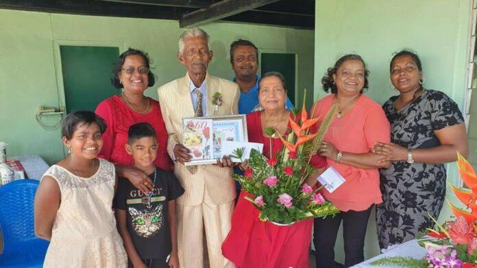Diamanten huwelijk voor echtpaar Mathoera-Sahebdin