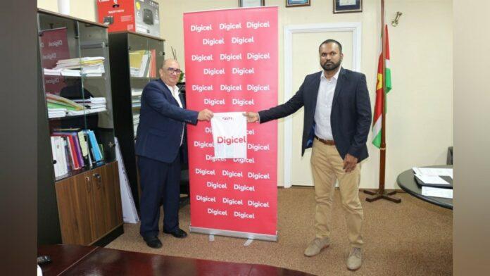 Digicel Suriname doneert US$ 150.000 aan equipment aan Volksgezondheid