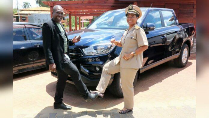 Meer nieuwe dienstauto's voor dc's in Suriname