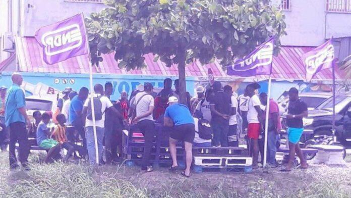 President Bouterse lapt COVID-19 maatregelen aan zijn laars