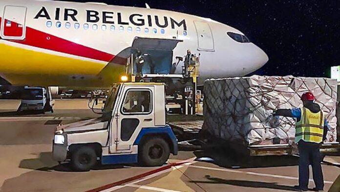 Charter van Air Belgium in Suriname aangekomen voor speciale vrachtvlucht
