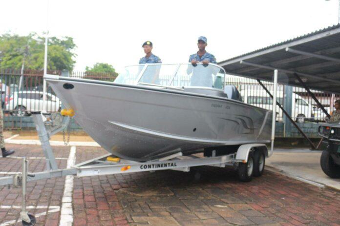 Nieuwe boot voor leger Suriname in strijd tegen coronavirus