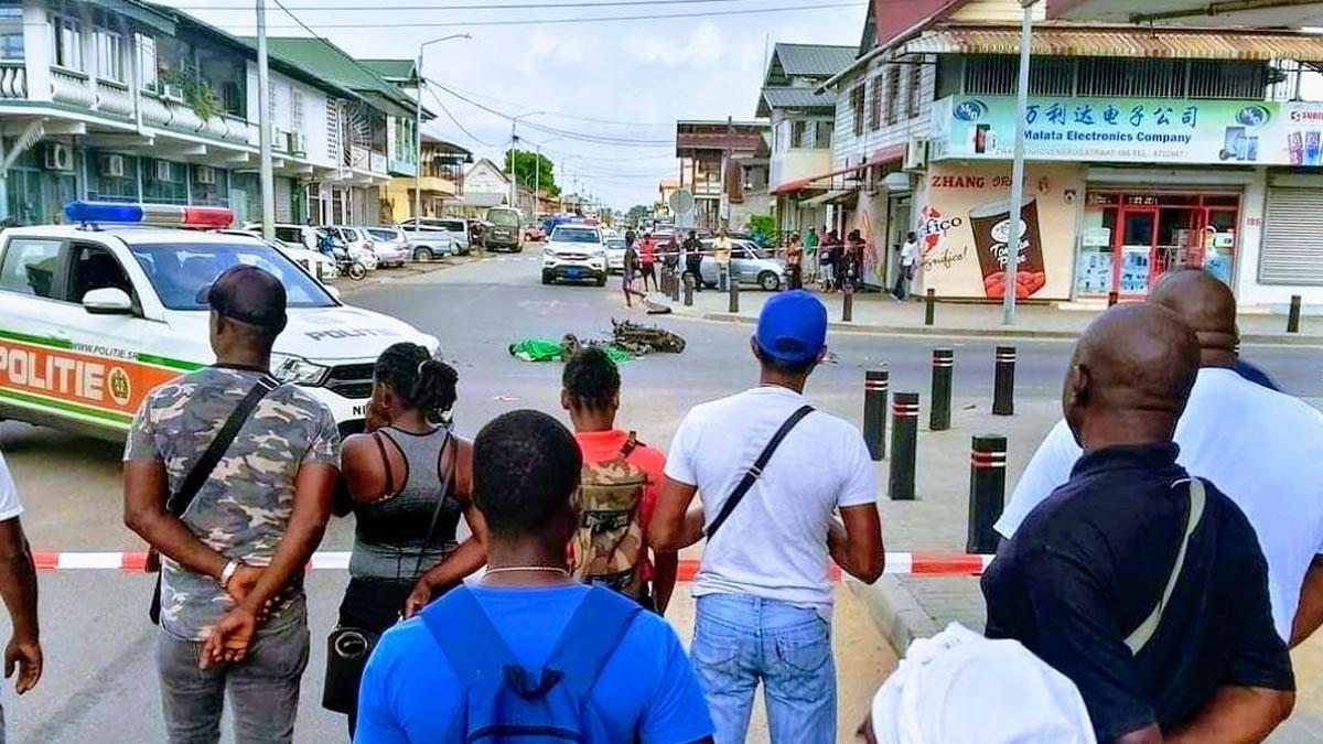 Bromfietser dood bij aanrijding in centrum Paramaribo