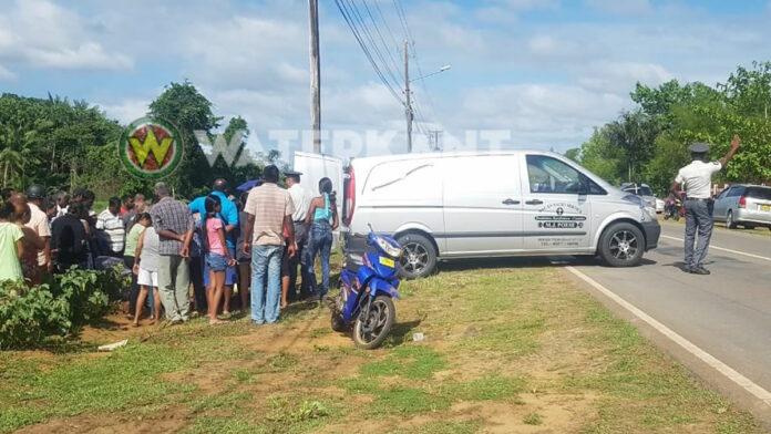 Bromfietser valt en overlijdt ter plaatse in Commewijne