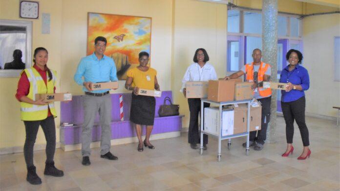 Donatie voor ziekenhuis vanwege 'World Day for Safety and Health at Work'