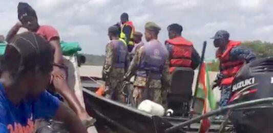 Militairen en bootsman aangehouden voor smokkel mensen naar Suriname
