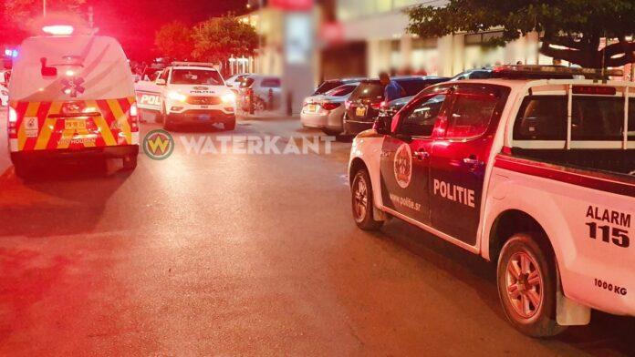 politie-ambulance-zwaai-op-plaats-delict-suriname