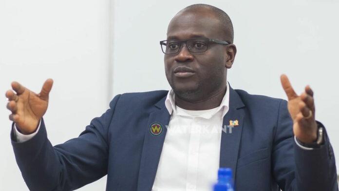 Minister roept jong Suriname op zich te houden aan corona regels