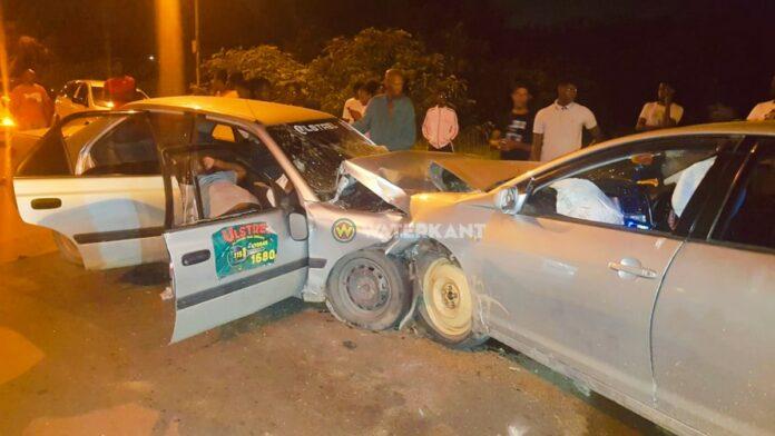 Autobestuurder komt plotseling op rijhelft tegenligger en veroorzaakt zware aanrijding