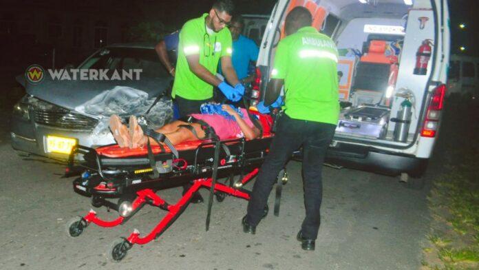 Bestuurder busje komt haastig op de weg en veroorzaakt aanrijding: 1 gewonde