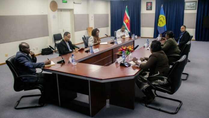CARICOM waarnemers brengen bezoek aan Buza-minister