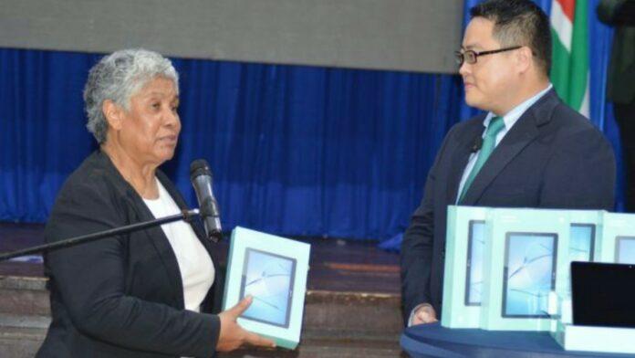 Huawei schenkt 1000 tablets voor afstandsonderwijs in Suriname