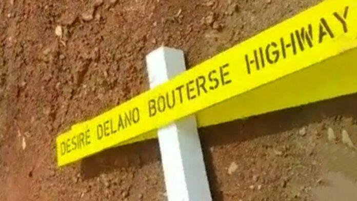 Paal met straatnaambord Bouterse Highway verwijderd door kwaadwilligen-1