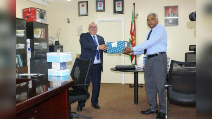 Republic Bank Suriname doneert USD 100.000 aan beschermings- en testmiddelen