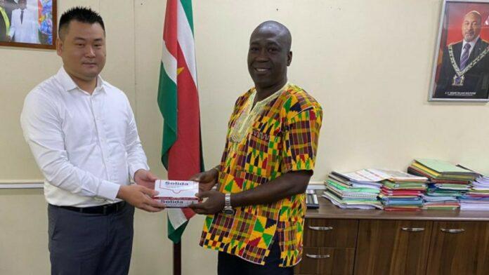Xianning doneert beschermingsmateriaal aan Regionale Ontwikkeling