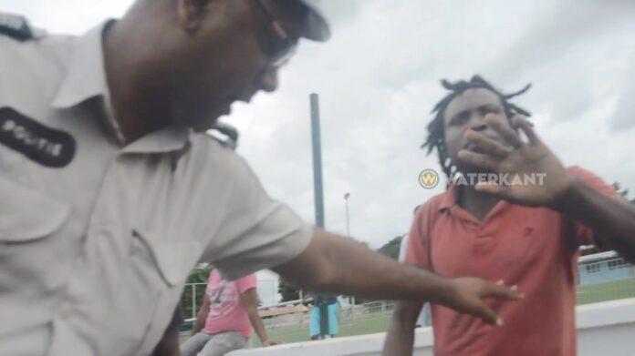 VIDEO: Journalist in Suriname belaagd door boze buschauffeurs