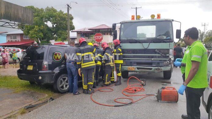 Brandweer ingeschakeld voor beknelling na zware aanrijding
