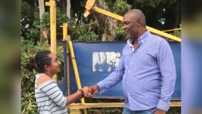 VIDEO: Boze man biedt verontschuldigingen aan VHP politica