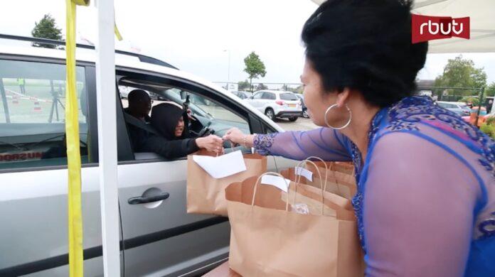 VIDEO: Berkat drive-thru vanwege Id-Ul-Fitre groot succes