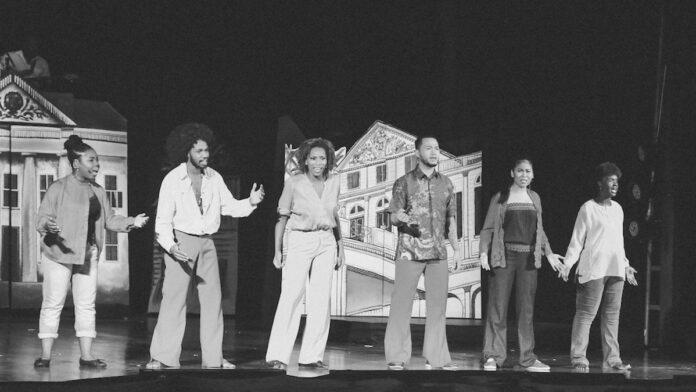 TV première van 'Een ode aan het Doe Theater' op Apintie TV