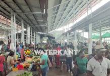 Markt gewoon open en druk ondanks 'Code Rood' in Suriname