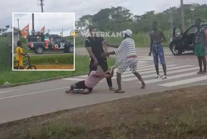 VIDEO: VHP'er en NDP'er met elkaar slaags geraakt op straat
