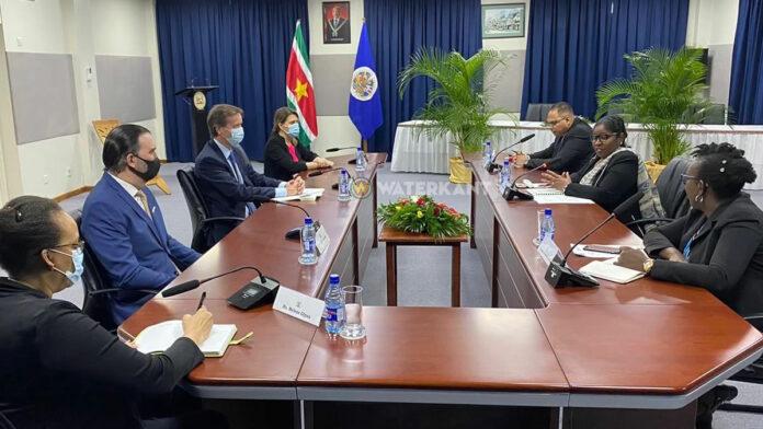 OAS waarnemersmissie verkiezingen brengt bezoek aan BuZa minister