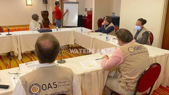 OAS meeting met Centraal Hoofdstembureau in Suriname