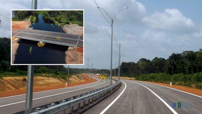 Foto's nieuwe highway en brug, opening op vrijdag 15 mei