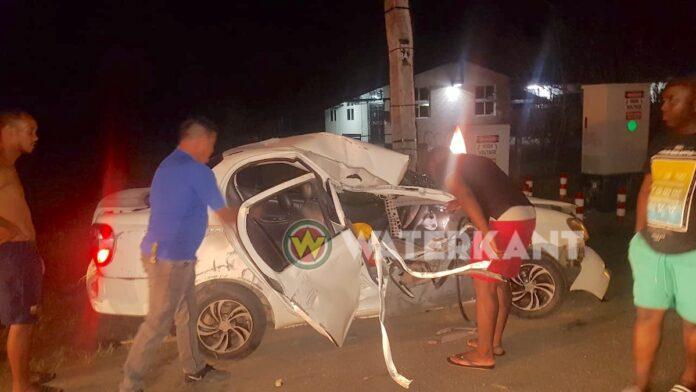 VIDEO: Bestuurder zwaargewond nadat auto meerdere keren over de kop slaat