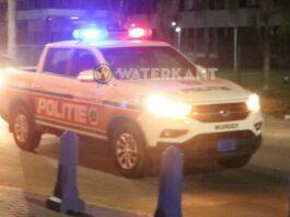 politie auto suriname op straat in actie