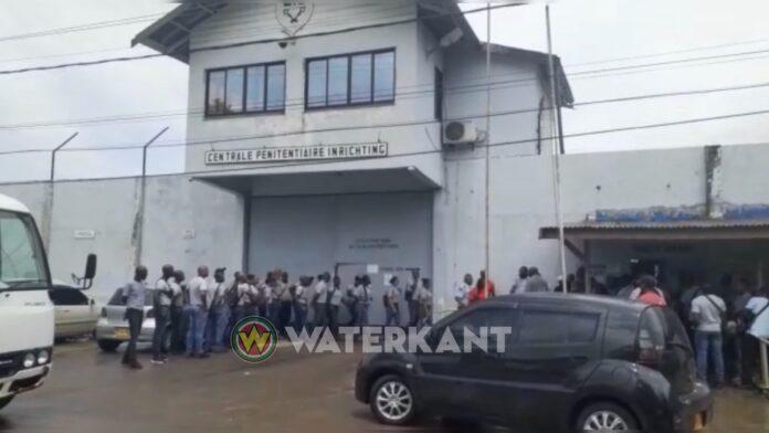 VIDEO: Surinaamse gevangenis zet rekruten in na staking cipiers