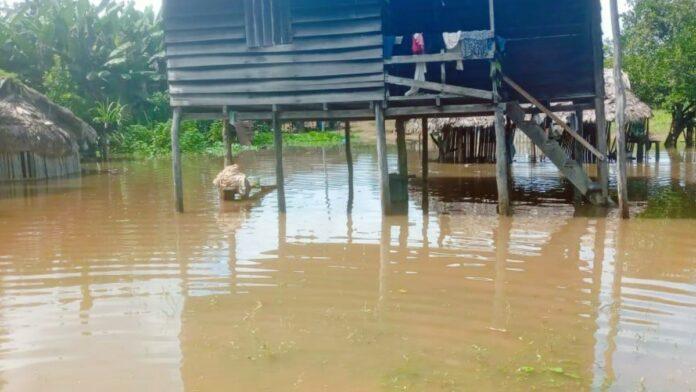 Ish Jamanthy en ACTS houden hulpactie voor onder water gelopen dorpen Zuid-Suriname