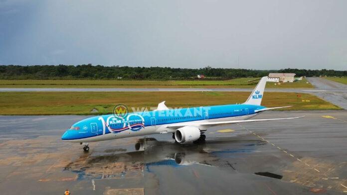 KLM brengt eerste lading COVID-19 medische aankopen naar Suriname