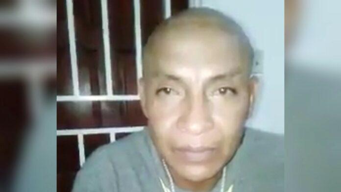 VIDEO: Man die Santokhi met de dood bedreigde in vrijheid gesteld; betuigt spijt