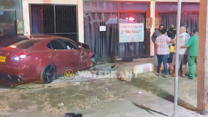 Aanrijding met dodelijk afloop tijdens avondklok in Nickerie