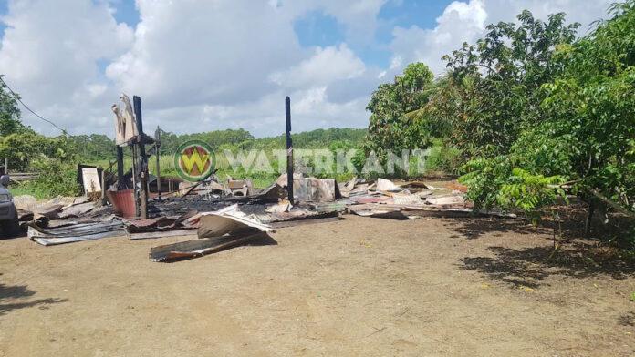 Vakantiehuis compleet verwoest na brand