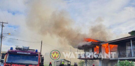 VIDEO: Woning in brand aan de Munderweg