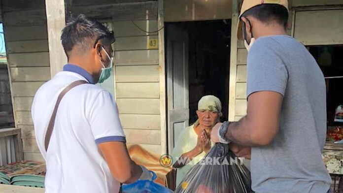 Social Caring Organization Suriname distribueert noodpakket