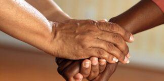 Bezorgde burgers regelen goedkope overlevingspakketten voor mensen in nood